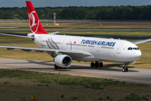 Turkish airlines flight landing